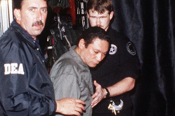 Мануел Нориега в плен на американците