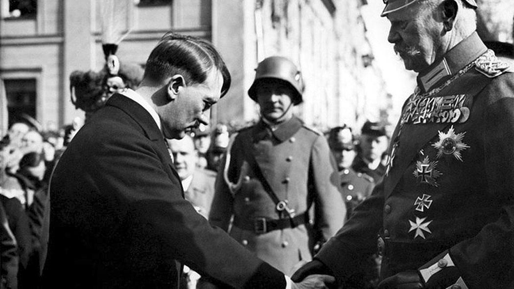 Хинденбург официално дава поста райхканцлер на Адолф Хитлер