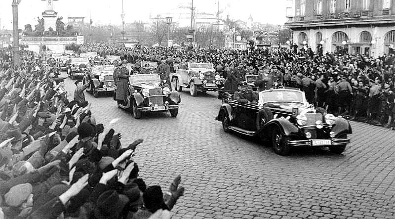 Хитлер влиза тържествено в Судетската област